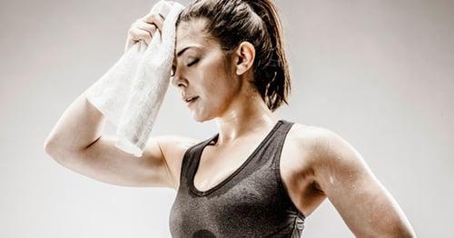 一熱、或是一動起來,就會滿身大汗,而有不少人認為,汗、流越多,代表瘦的比較快,真的嗎?兩者是否有其關聯?今天就要來破解流汗迷思。
