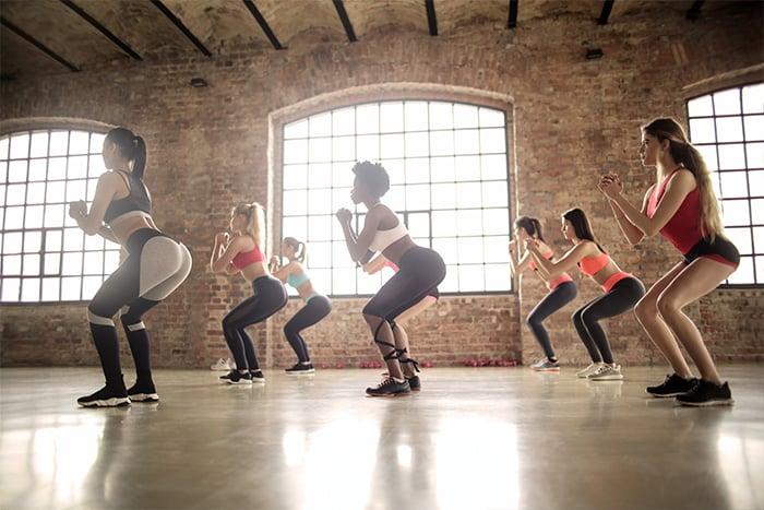 循環訓練 3到5個肌群交替做訓練 深蹲再到上半身