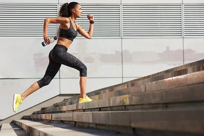 有氧運動的類型很多,例如爬樓梯。