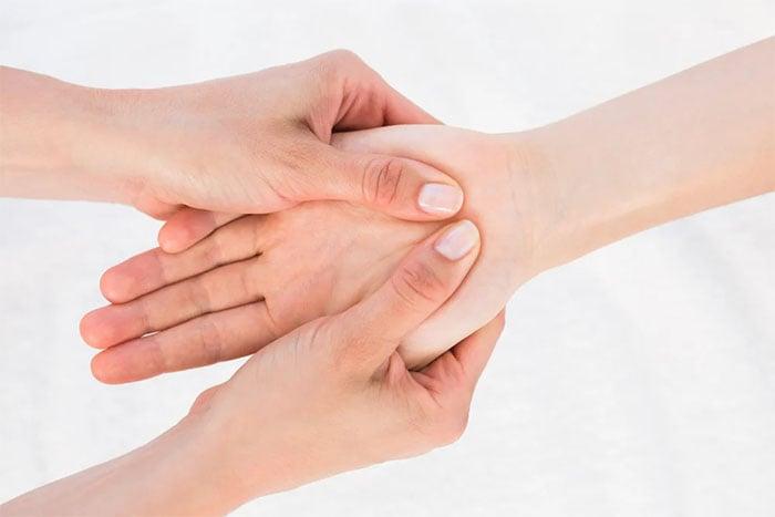 濕疹症狀 手乾 脫皮 發紅