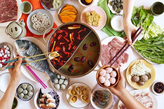 火鍋 火鍋湯底清淡 酸菜白肉鍋 麻辣鍋 起司牛奶鍋 清湯 蔬菜湯