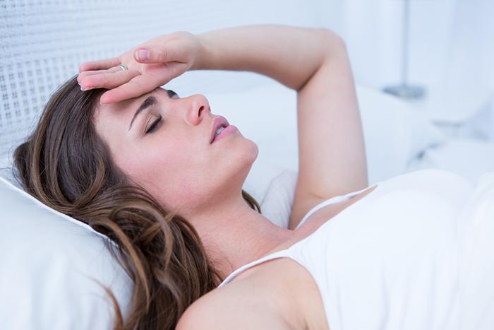 慢性疲勞症候群會休息也無法排解過勞感,連帶引起發燒、肌肉無力…等。