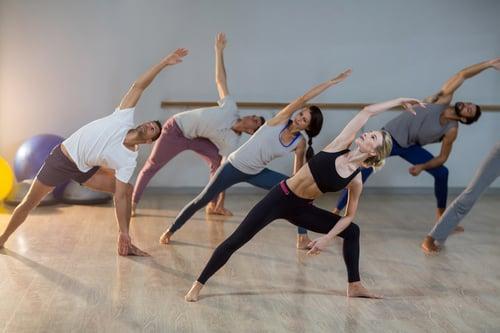 想想看上瑜珈課的時候,老師是不是常常播比較沉穩、平柔的歌曲呢?對,為了讓你平復自己的心情,促使你運動時身心靈保持平衡、調整到最佳狀態,運動表現也會更好。