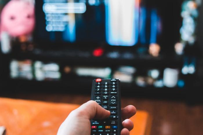 老年性重聽常見的症狀-電視或收音機音量開得特別大聲