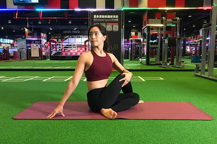 睡前瑜珈助眠排毒-半脊柱扭動式