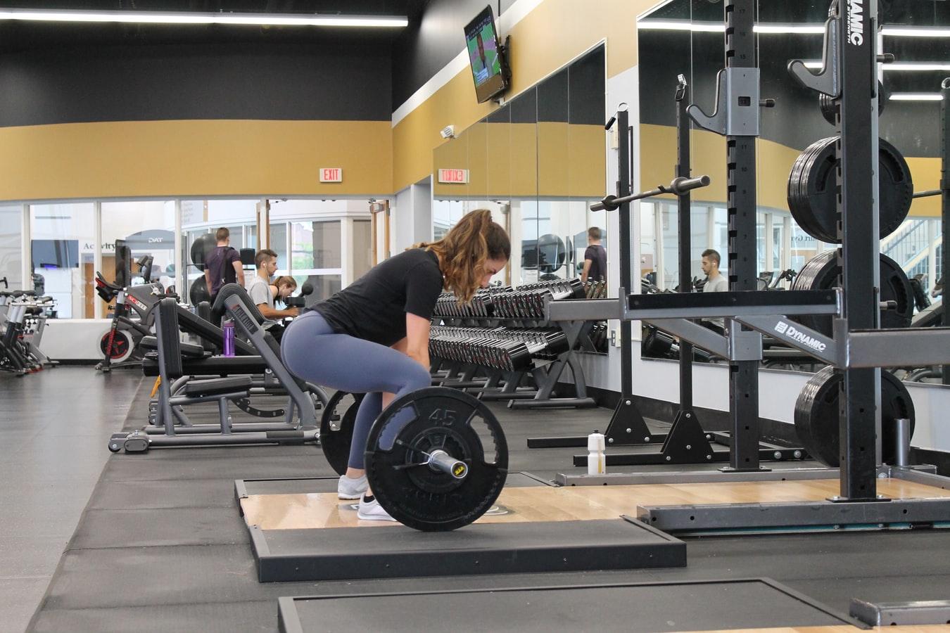 硬舉能鍛鍊到多個肌群和關節