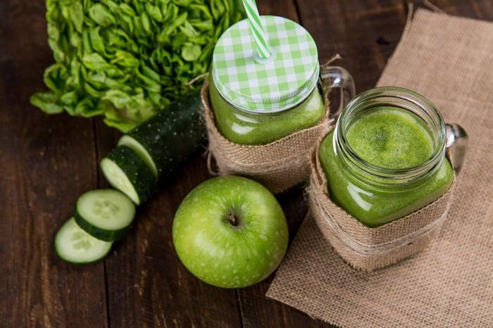 綠拿鐵 杏仁奶 奇亞籽 無糖優格 水果 生菜