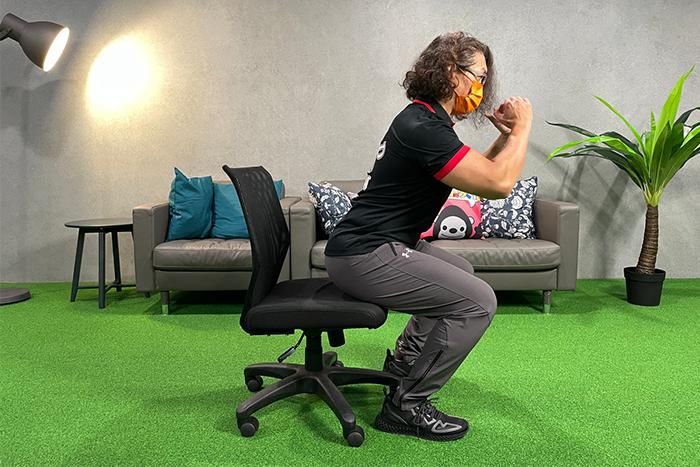 WFH也能用辦公椅來運動-臀觸椅深蹲