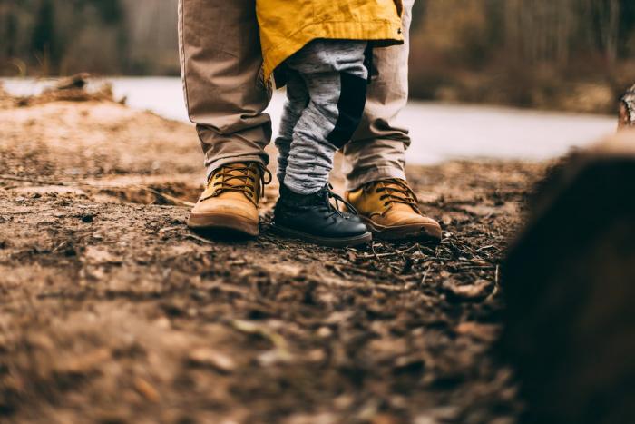 帶孩子去踏青請注意,穿合適的鞋子、足墊
