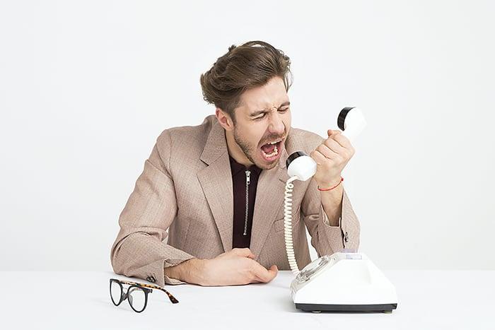講電話 大聲說話 喉嚨沙啞 話說太多 夜唱 聊天