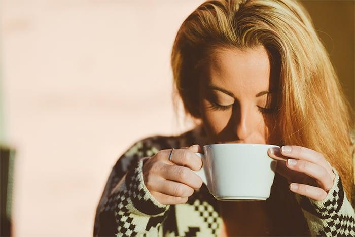起床 喝咖啡 適量咖啡因 提神