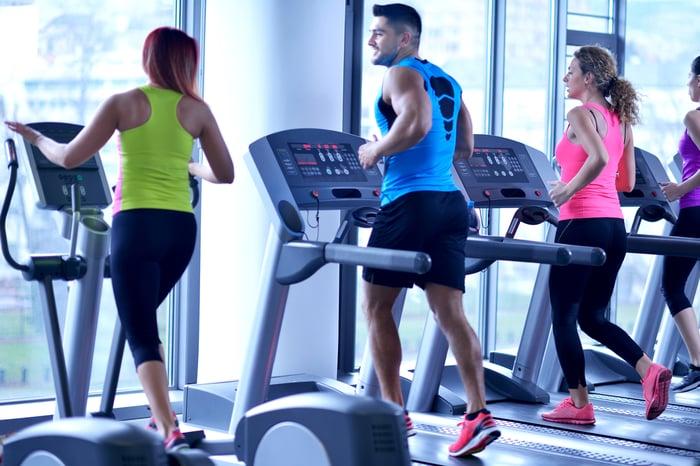 跑步機 把別人跑步的速度當成你的速度