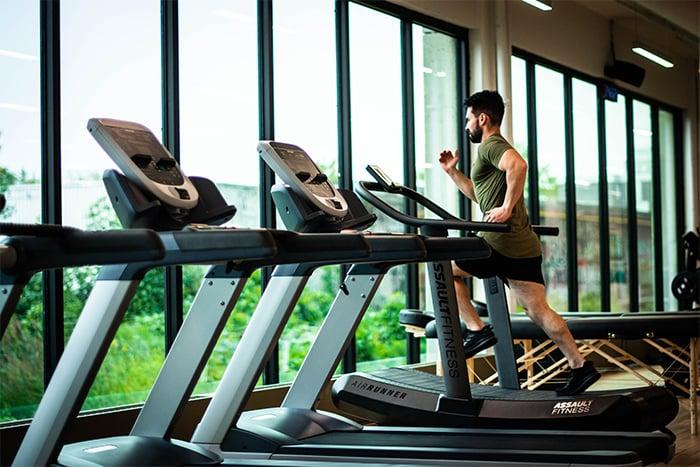 跑步機 健身房熱門心肺器材 初學者 減肥族的最愛