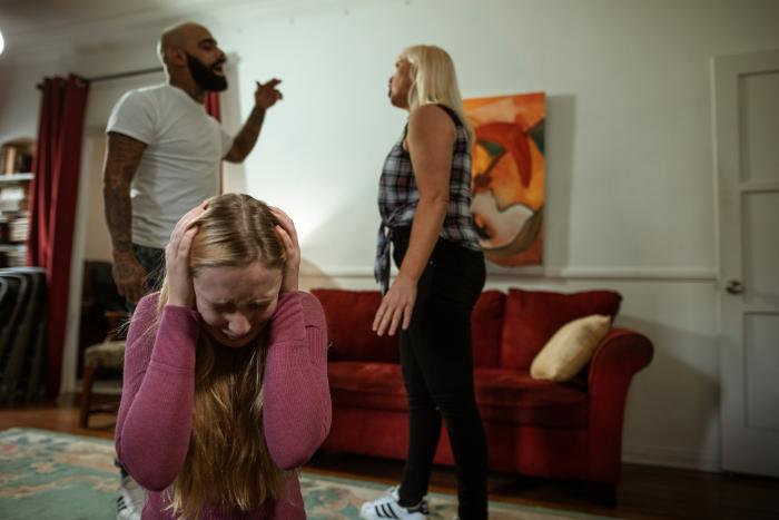 造成PTSD的原因-童年受虐待或忽視