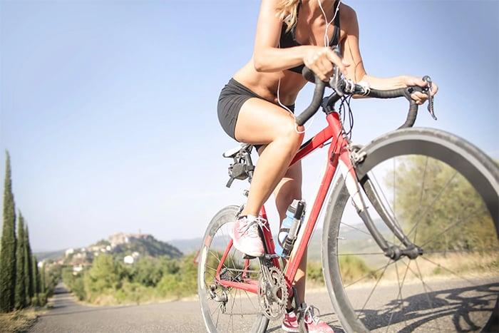陪媽媽運動 腳踏車是很好的運動