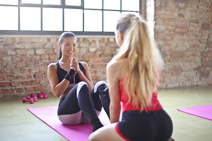 捲腹 雙人運動 瘦小腹 特定部位訓練 難局部瘦
