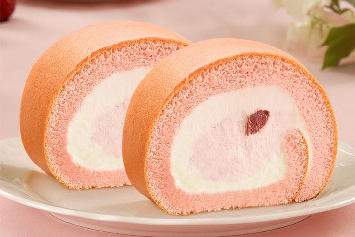草莓季甜點熱量公開-雪戀莓生乳捲