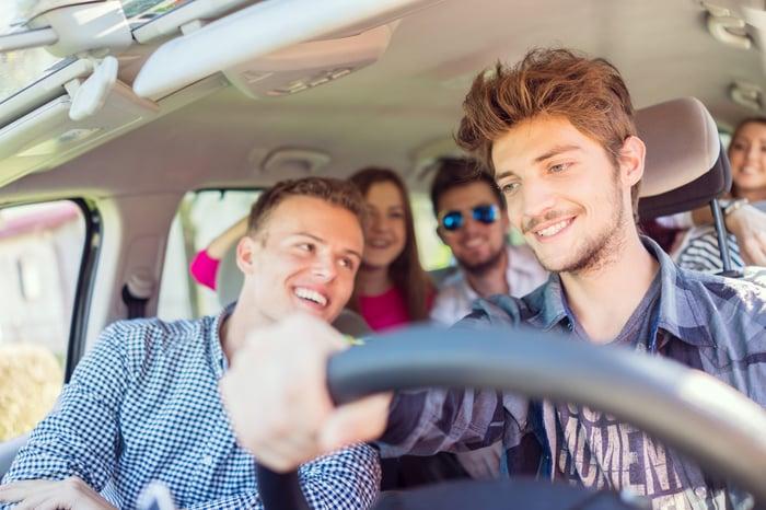 預防暈車 坐車時聊天 分散注意力