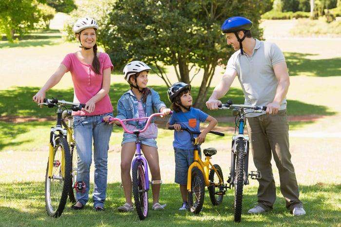 騎腳踏車 公園 河堤 綠色隧道 消耗熱量 拍照打卡