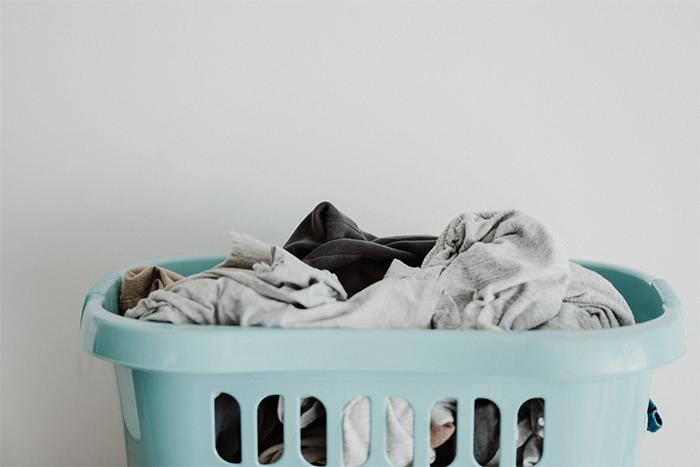 讓運動服香香、壽命長 別做5件事-髒衣服等了2、3天才洗