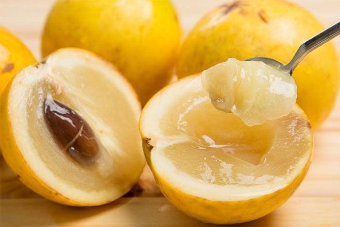 黃金果可以像吃奇異果一樣剖半吃