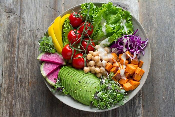 蔬食原則盡量不要吃加工食物,以吃原型食物為主