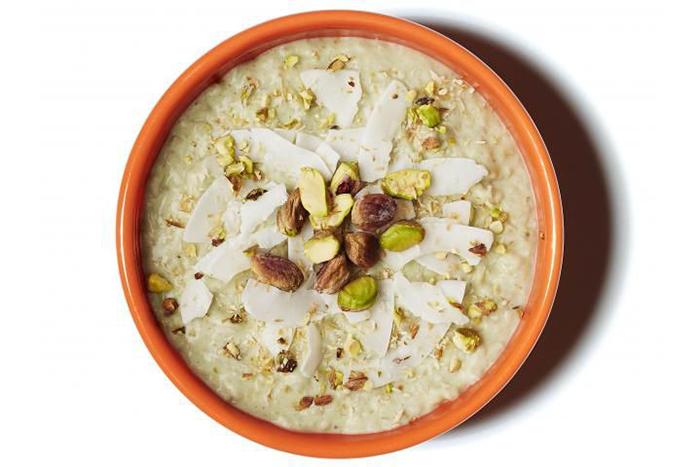 燕麥食譜推薦-龍舌蘭花蜜、椰子優格、開心果抹茶燕麥片