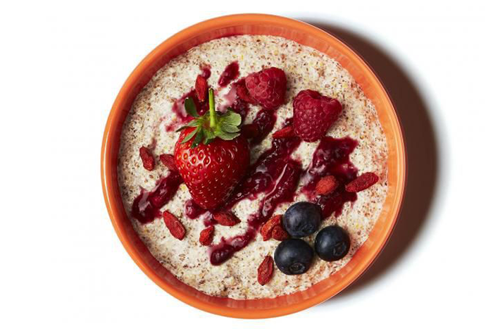 燕麥食譜推薦-草莓藍莓和覆盆子枸杞燕麥片