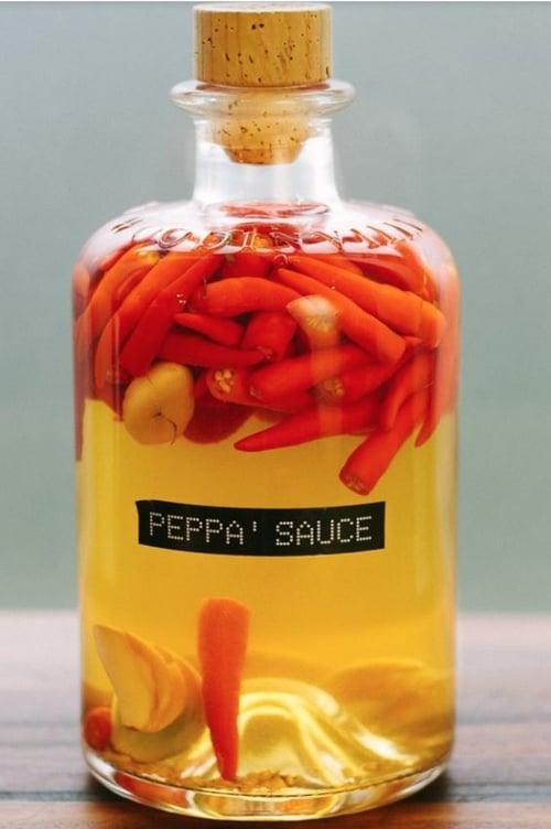 如果你喜歡用辣椒拌沙拉、拌麵…等,可以將辣椒放到橄欖油裡浸泡,兩種食材的香氣融合在一起,超級對味!