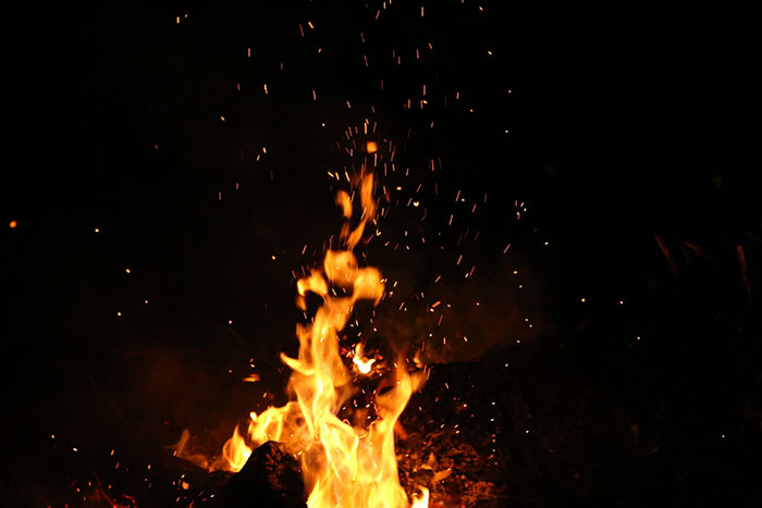 night-fire-burning-sparks-110867