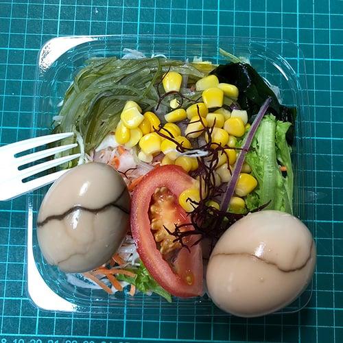 晚餐-便利商店生菜+2顆蛋