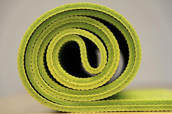 瑜珈墊是適合在家健身的器材