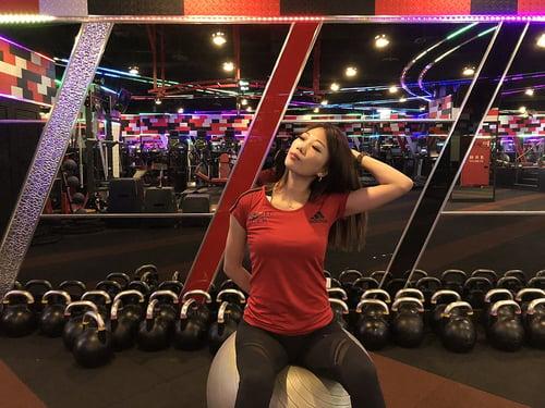 肩頸痠痛動作-伸展斜角肌、胸鎖乳突肌