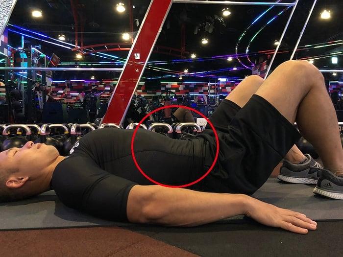腹肌運動-錯誤3