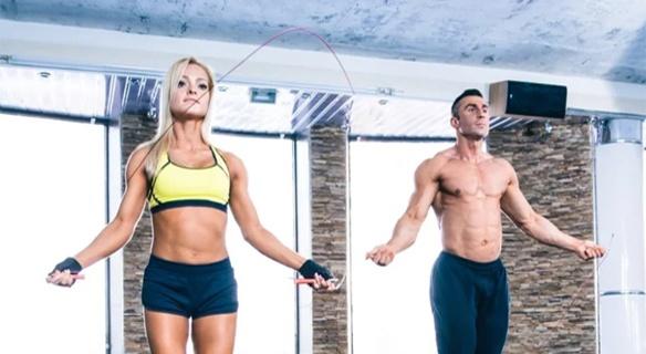 在力量的強度增加方面,許多運動員也會利用跳繩來增強垂直彈跳的能力。