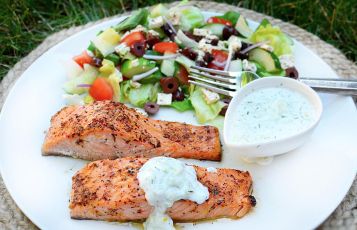 希臘優格食譜-香煎鮭魚排佐希臘優格醬