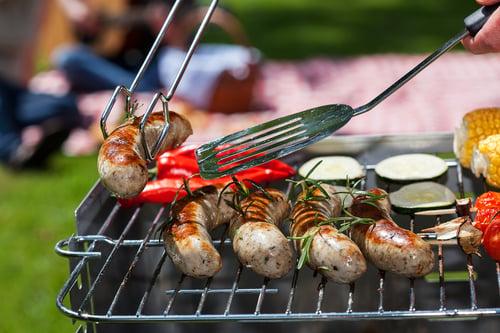 炸物、串燒、烤肉…等下酒菜,都是高熱量,能不吃就不吃,只是不吃、掃興,就只能從「挑著吃」下手。例如:毛豆、瓜子、涼拌海藻、生洋蔥…等,膳食纖維會增加飽足感,也幫助消化,很適合喝酒前多來幾口。