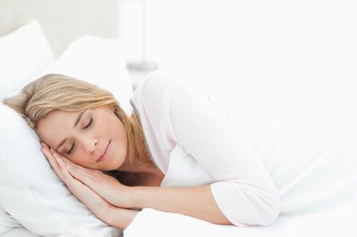 睡覺前做這5招簡單的伸展運動,以幫助你釋放壓力、疲勞,更能快快入睡。