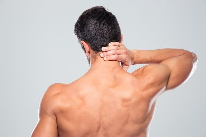 落枕 肩頸僵硬 無法轉動脖子 低頭族 硬頸族 過勞 影響生活