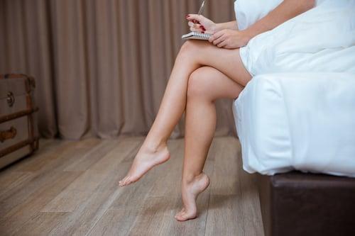 雙腳重心偏一邊、翹二郎腿,長期下來,容易產生膝蓋疼痛。