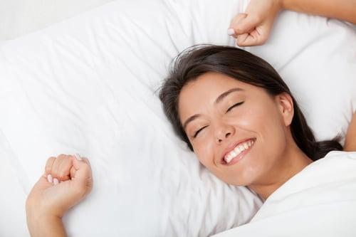 睡前仍可補充適量的B群幫助入睡,不過還是要靠平時的飲食控制、運動習慣,才是維持健康的身體機能的根本唷!