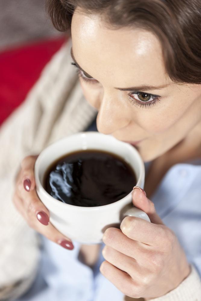咖啡內的綠原酸是一種具抗氧化和抗發炎的強效化合物,有助於降低膽固醇和高血壓。
