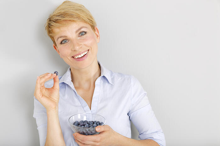 藍莓減肥法 生吃藍莓 促進新陳代謝 藍莓越小顆越甜 糖尿病患者要注意藍莓攝取量