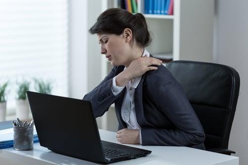 姿勢不良造成肩頸痠痛