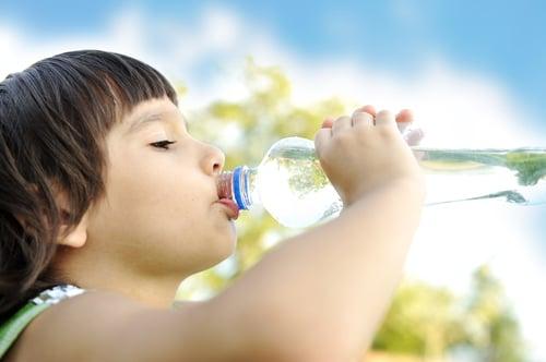 如果不小心吃過量的維他命C,該怎麼辦?只要多喝水,維他命C就能隨著尿液一起排出,減輕身體上的負擔。