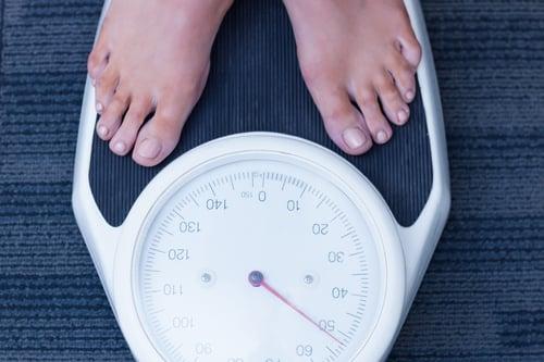 『肥胖而導致』的,身體的皮下脂肪組織變得很大