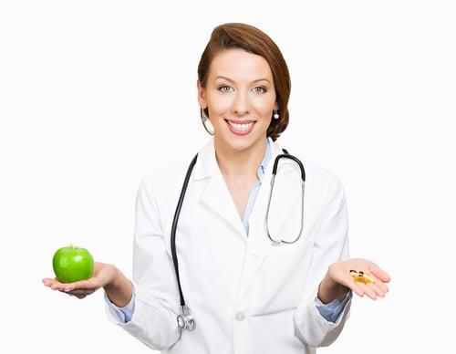 話說「一天一顆蘋果,醫生遠離我。」,讚嘆蘋果豐富的營養價值,但《美國醫學雜誌》(JAMA)最新研究推翻這個說法,指出,「吃蘋果」與「遠離醫生」,並沒有強大的關聯性!