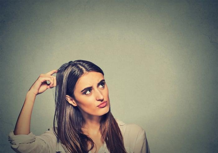 研究表示,銀杏可以幫助治療癡呆、阿茲海默症所引起的記憶力問題,因為銀杏的主要功效,是活化大腦血流與刺激神經細胞,提高血液循環,包括:改善四肢冰冷、末梢血液循環,促使提升人體所有器官的供氧量,保護神經細胞,以防記憶力衰退。