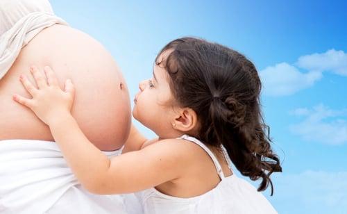 孕婦或是哺乳期的媽媽們,也容易發生貧血,孕婦會將體內的營養成分透過胎盤供給胎兒營養;哺乳期的媽媽則是透過哺乳把營養成分給寶寶,所以說那些營養成分,都是媽媽體內的精華!