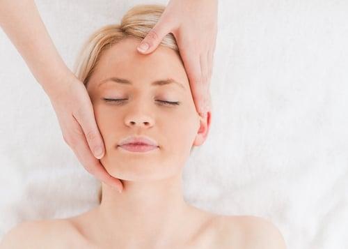 臉部按摩有助於改善眼皮跳